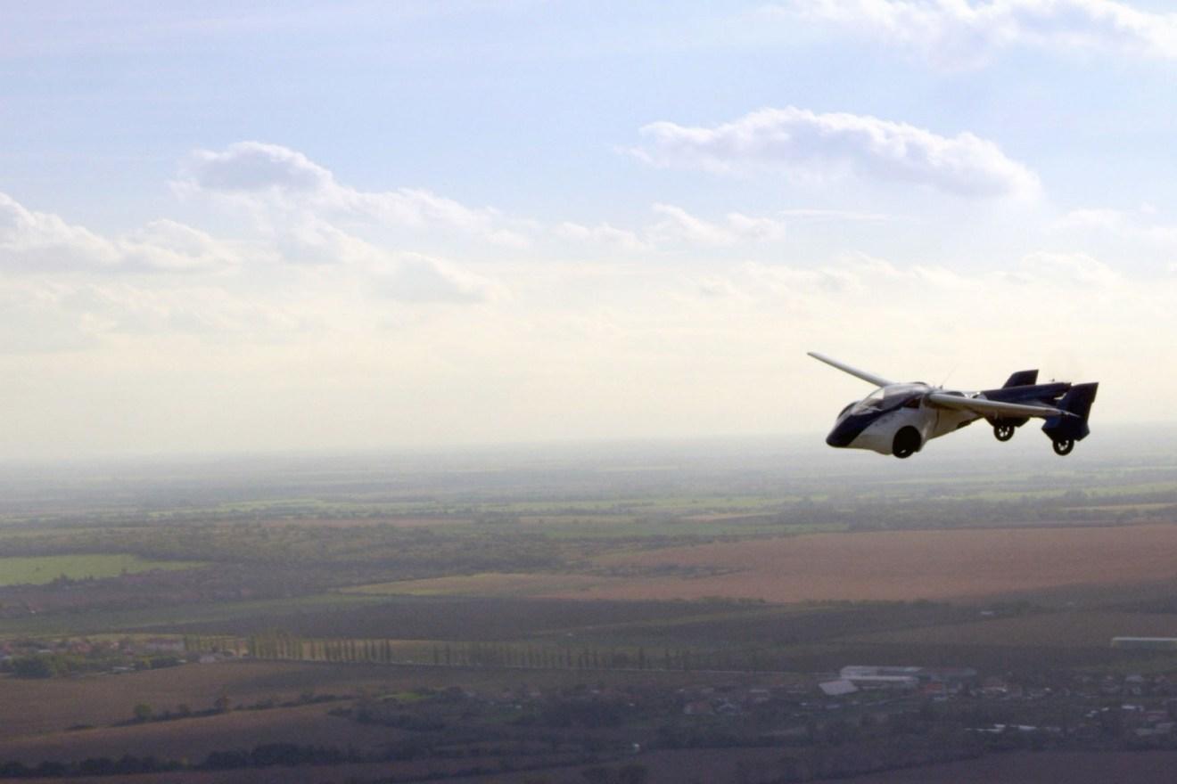 Aeromobil flying w1400