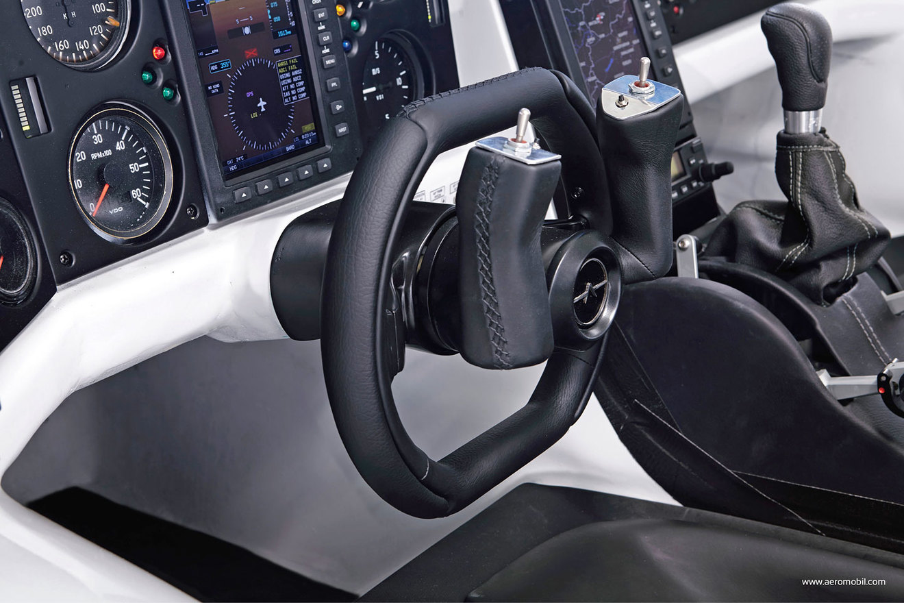 Aeromobil cockpit w1400
