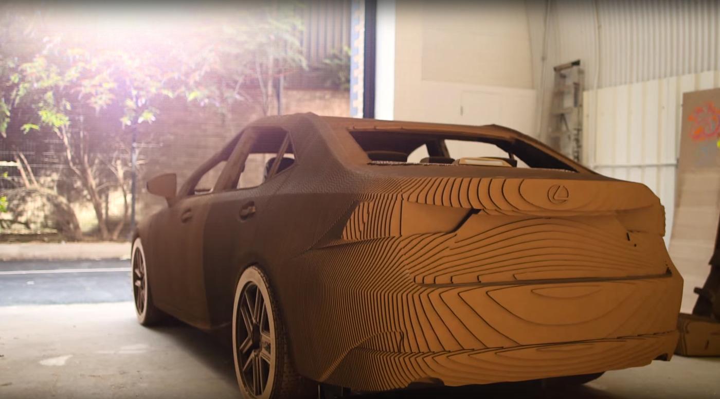 Lexus Construit Une Voiture En Carton Une Voiture